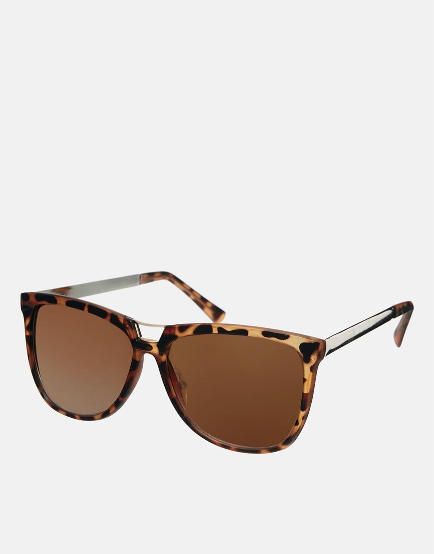 Gafas de sol ojos de gato con detalle en el puente , moda en gafas
