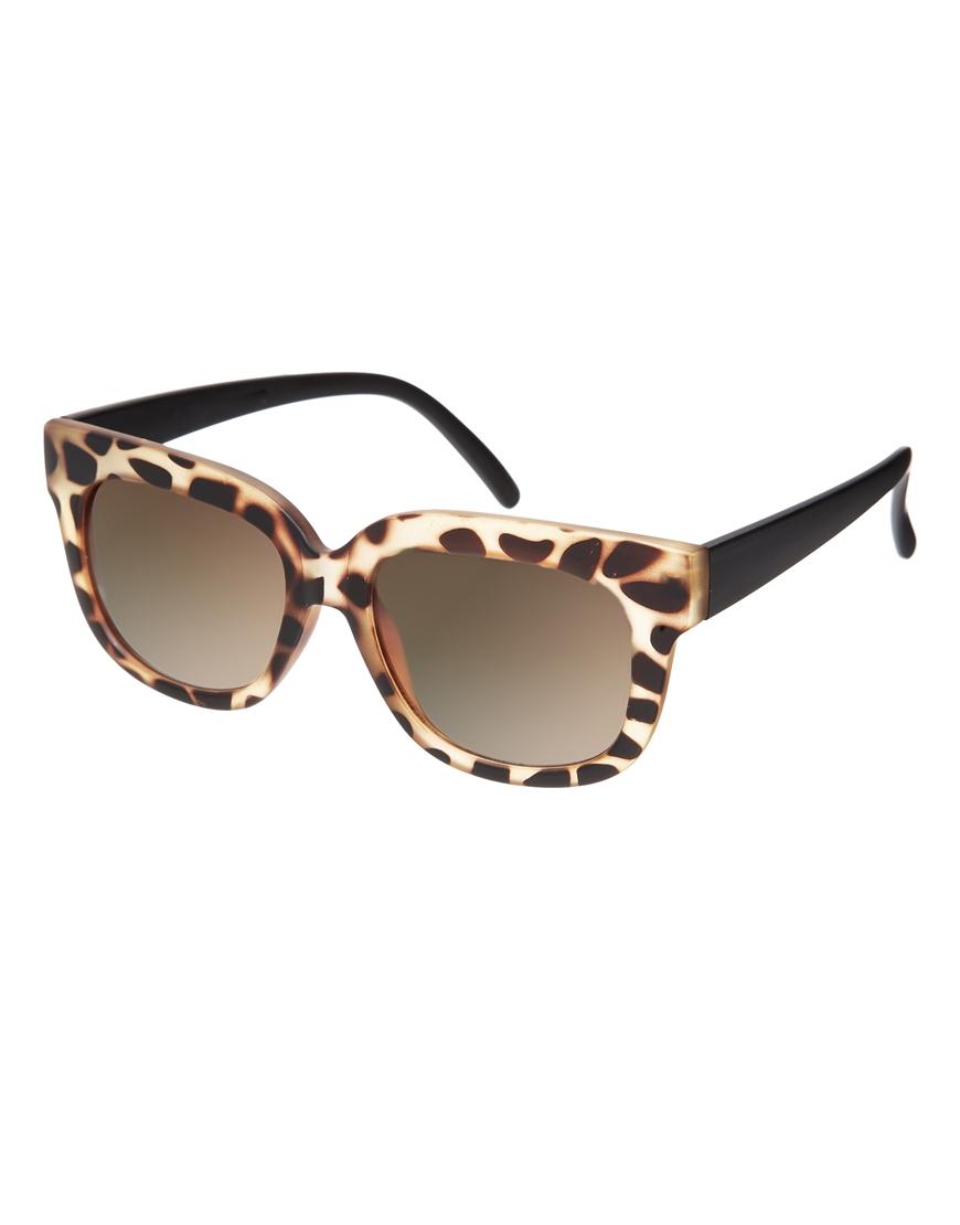 Gafas de sol ojos de gato cuadradas , mujer con gafas de sol