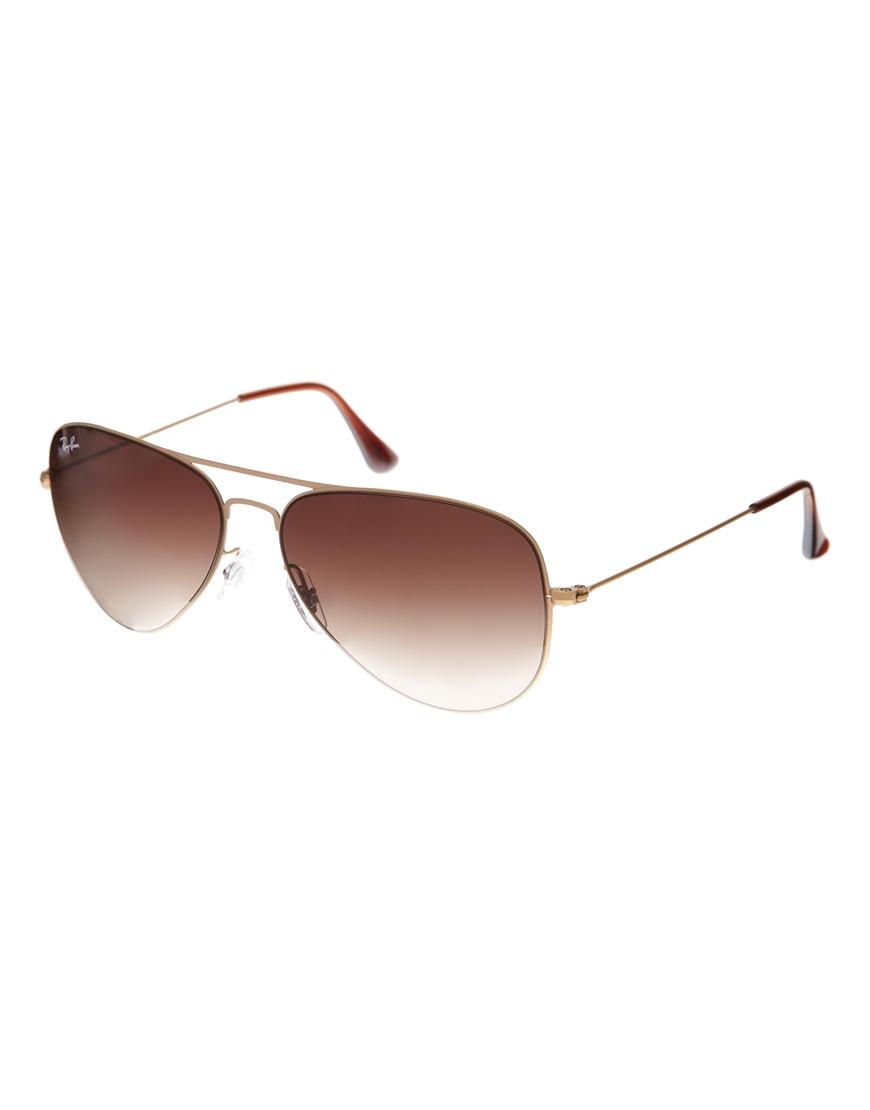 Gafas en dorado mate Aviator de Ray-Ban, tendencias en gafas de sol