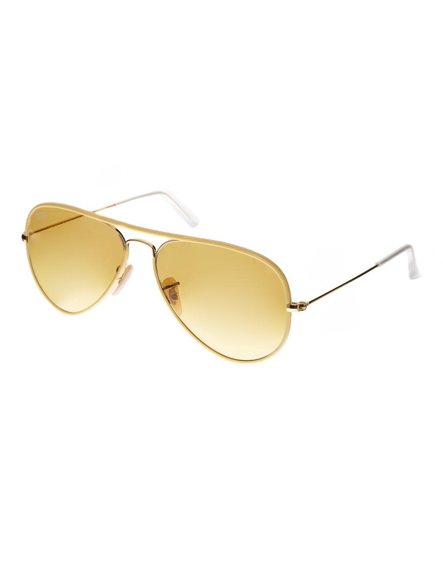 Gafas de sol estilo aviador en amarillo de RayBan